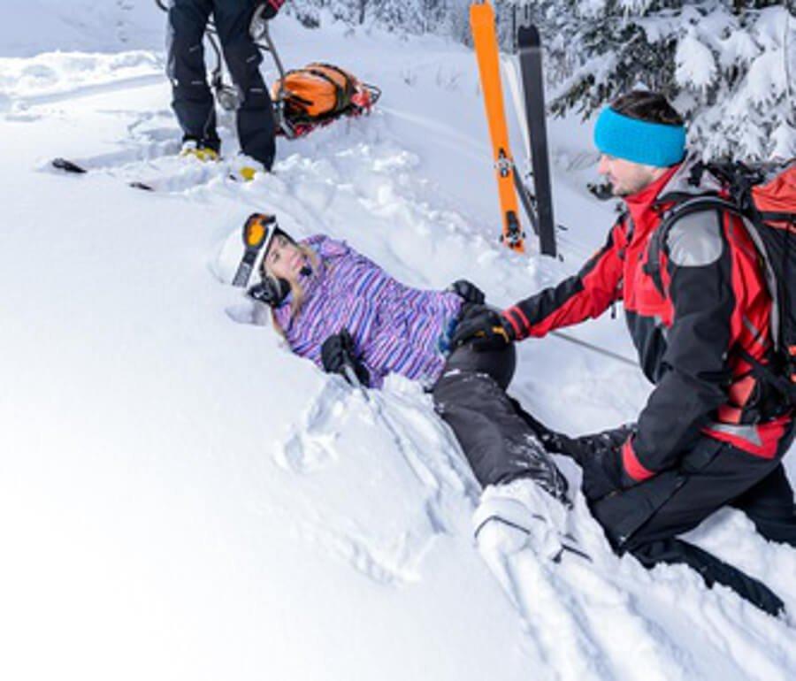 Pierwsza pomoc na stoku narciarskim - krok po kroku