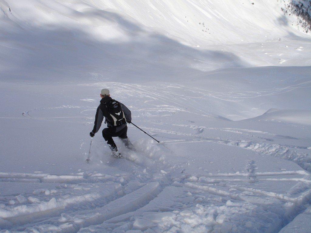 Jak poruszać się na stoku narciarskim - uważaj na innych