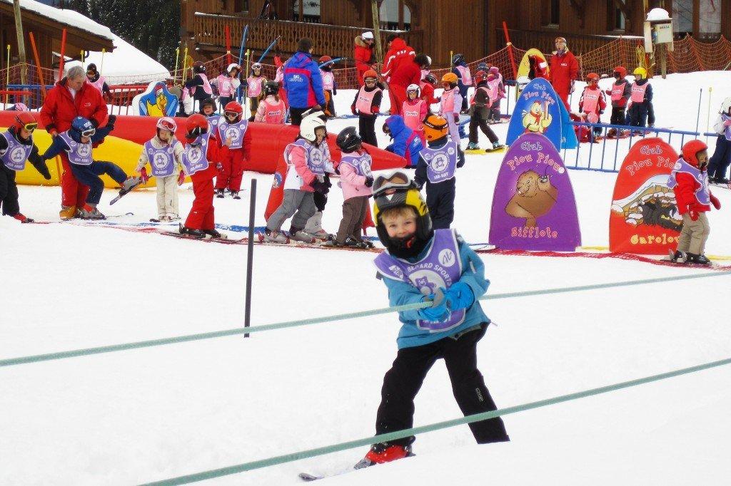 Jazda bez kasku na nartach wyklucza ubezpieczenie?
