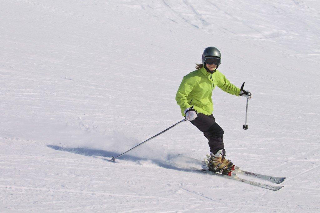 Jazda bez kasku na nartach jest dozwolona?
