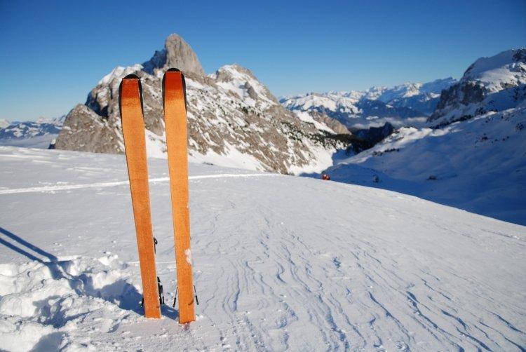 Jak przedłużyć polisę narciarską będąc za granicą?