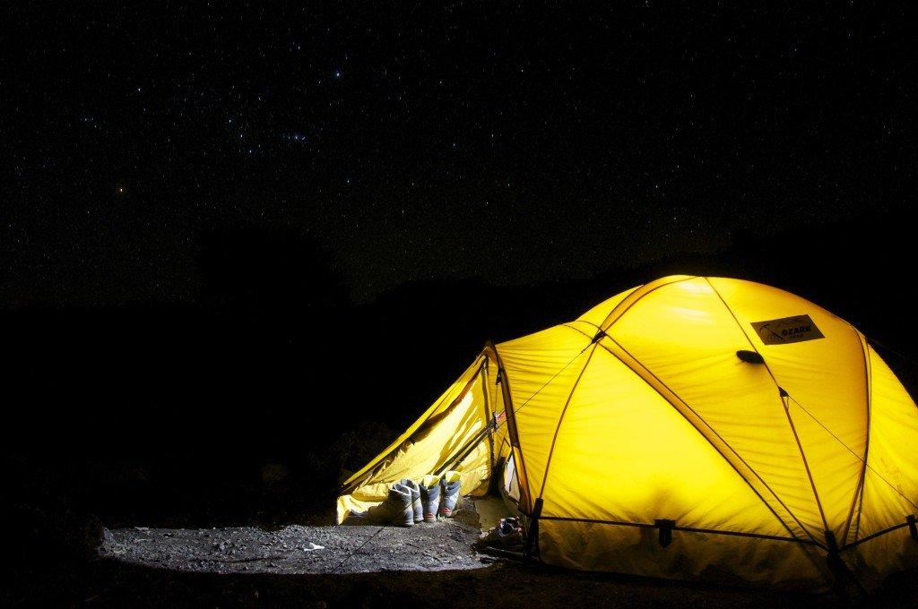 Jak przygotować wyjazd i co zabrać pod namiot?