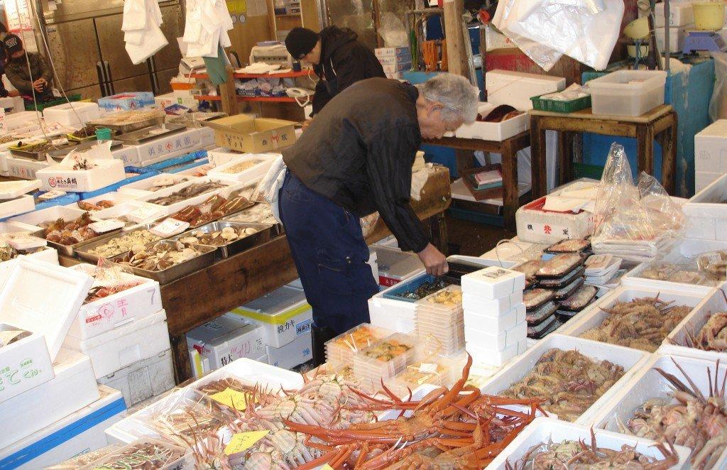 Tsukiji_fish_market_5