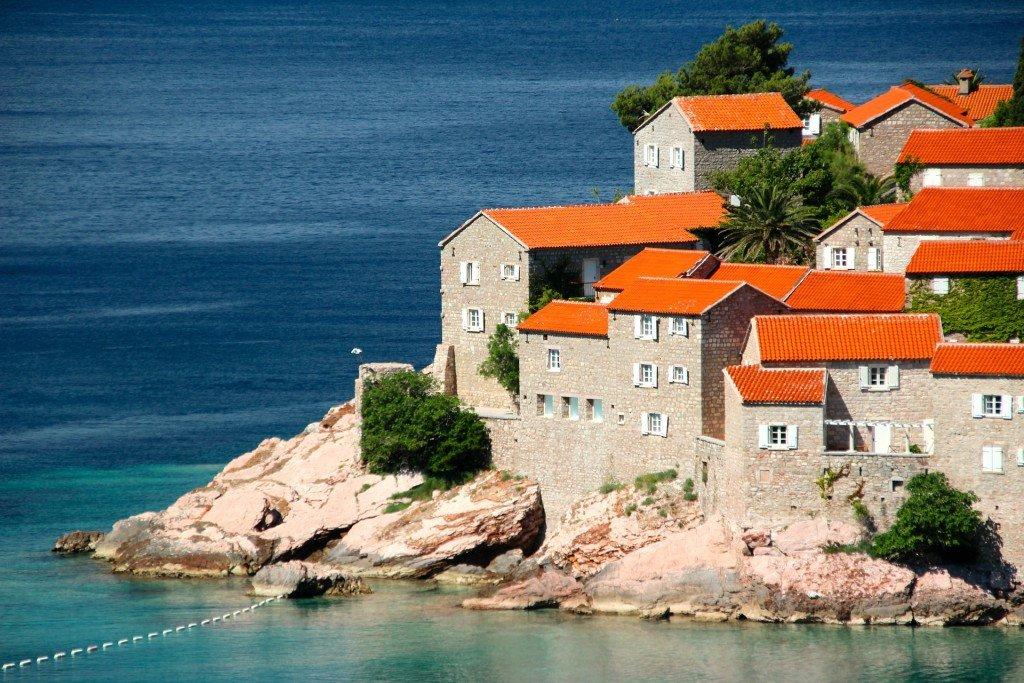 Jak wybrać ubezpieczenie turystyczne do Czarnogóry?