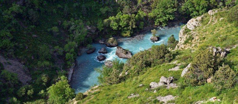 Zwiedzaj jeziora i wybierz ubezpieczenie turystyczne do Kazachstanu