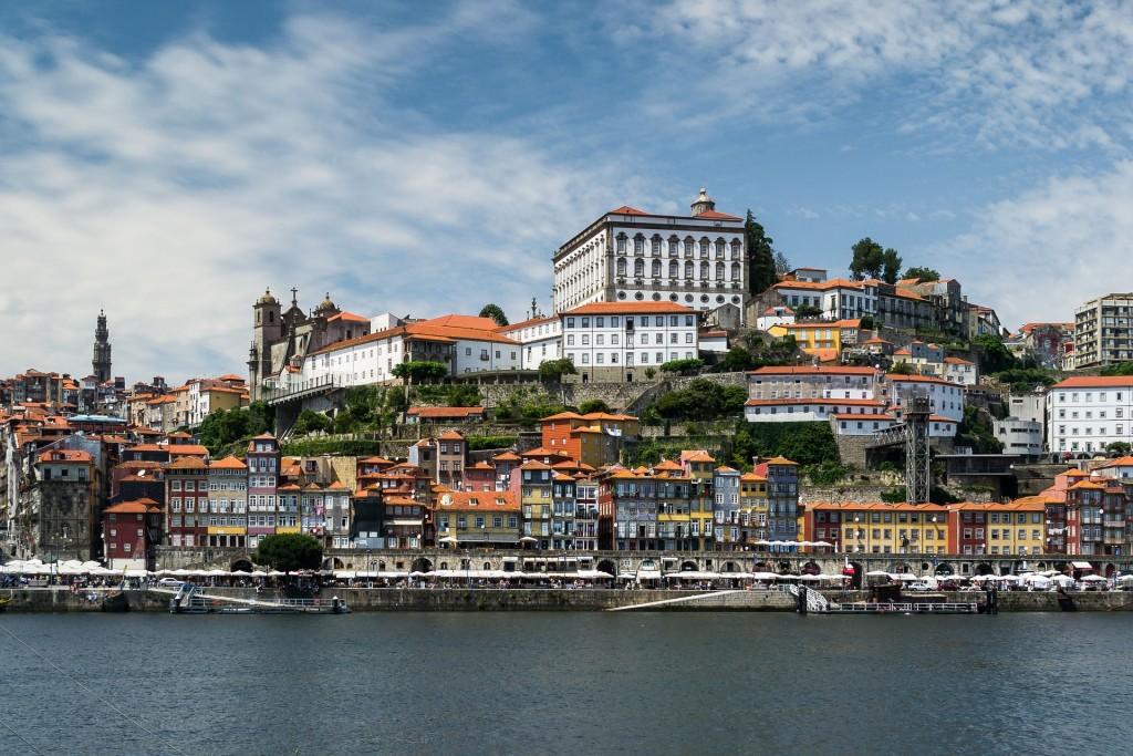 Gdzie znajdę najtańsze Ubezpieczenie turystyczne do Portugalii?