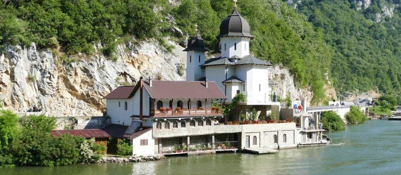 Jak wybrać ubezpieczenie turystyczne do Serbii?