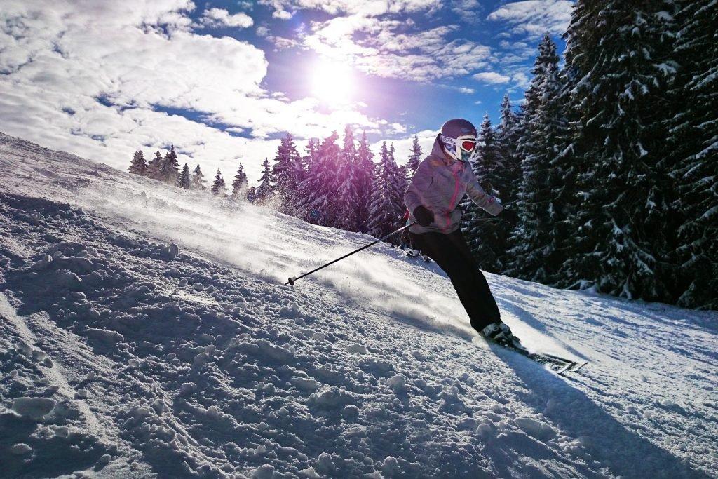 nastolatek na deskach, czyli ubezpieczenie na narty dla dziecka