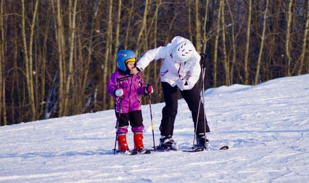 rodzinny wyjazd na narty - jak wybrać ubezpieczenie?